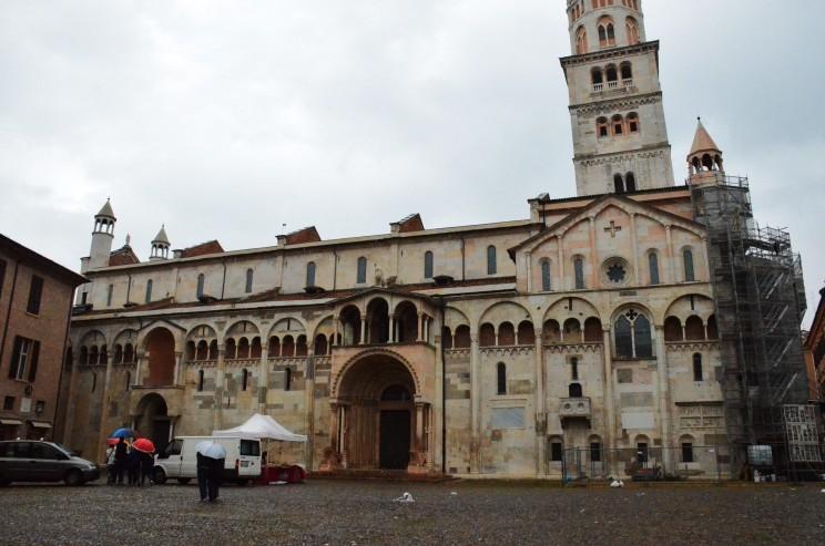 In dieser Kathedrale fand die Hochzeit des Ehepaars Mazzaro, zwei unserer Helden, statt. Bei der Grundsteinlegung dieser Kathedrale war die berühmte Gräfin Mathilda von Canossa auch anwesend!