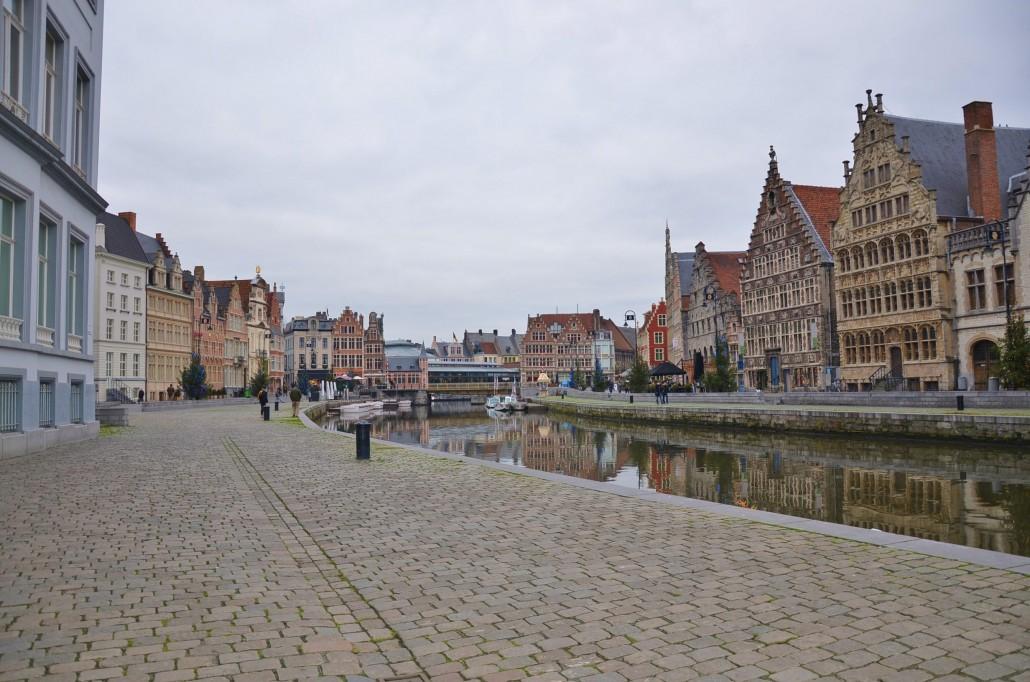 Die wunderschönen und uralten Fassaden zeugen von dem einstigen Reichtum, den Gent dank des Tuchhandels erworben hatte.